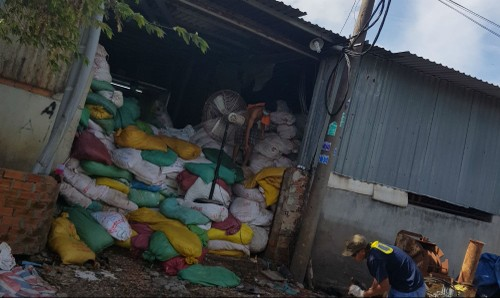 Cơ sở sản xuất xay da bò tại tổ 11, ấp 1B, xã Vĩnh Lộc A, huyện Bình Chánh gây mùi hôi khó chịu cho khu dân cư