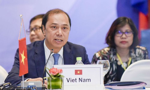 Thứ trưởng Bộ Ngoại giao Nguyễn Quốc Dũng phát biểu tại Diễn đàn. Ảnh: TG&VN