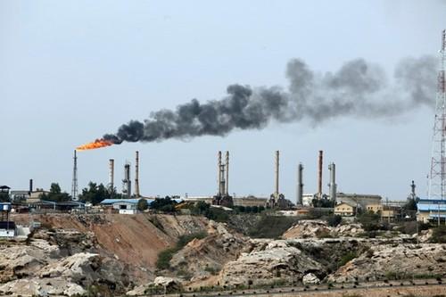 Một cơ sở khai thác dầu trên đảo Khark của Iran. (Nguồn: AFP/TTXVN)