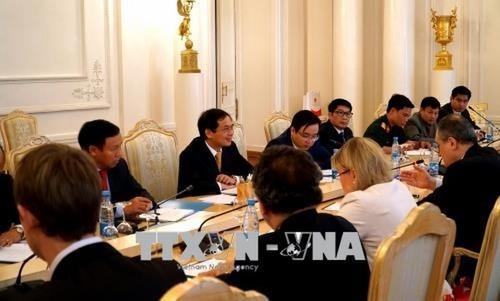 Đoàn đại biểu Việt Nam do Thứ trưởng Thường trực Bộ Ngoại giao Bùi Thanh Sơn dẫn đầu tại buổi đối thoại. Ảnh: Tâm Hằng/PV TTXVN tại Liên bang Nga