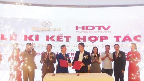 Ký kết hợp tác truyền thông giữa công ty Tập đoàn dự án Hoàng Gia với CP Truyền Hình Thực Tế HDTV Việt Nam. Ảnh: Võ Anh Tuấn