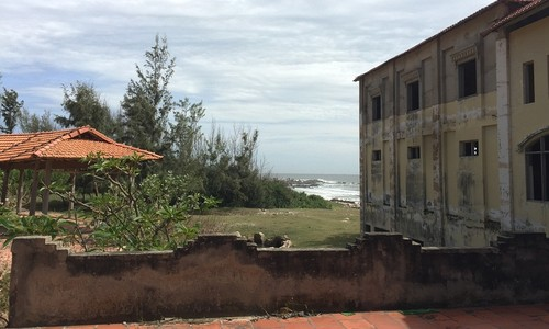 """Cảnh hoang tàn của một số dự án du lịch bị ảnh hưởng bởi bản quy hoạch """"ma"""" cảng Kê Gà"""