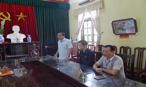 Ông Nguyễn Ngọc Lâm – Phó chủ tịch huyện Chương Mỹ (đứng) phát biểu tại buổi chi trả