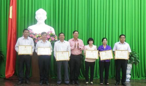 Nhiều tập thể, cá nhân được tặng bằng khen vì có thành tích xuất sắc trong công tác bảo hiểm y tế HSSV.