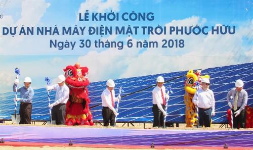 Các lãnh đạo tỉnh thực hiện nghi thức khởi công dự án.
