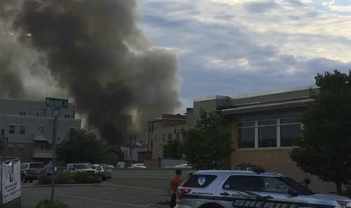 Khói bốc cao sau vụ nổ đường ống dẫn khi đốt tại Sun Prairie. Ảnh: An ninh Thủ đô/ Jsonline.