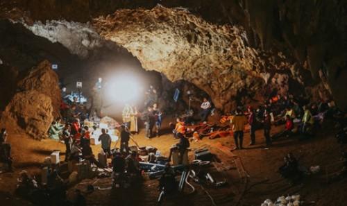 Bên trong hang Tham Luang. Ảnh: Thaipbs.