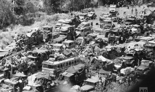 Những đoàn xe khổng lồ tháo chạy khỏi Cao nguyên