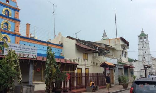 """Con phố nơi các ngôi đền Phật giáo, đạo Hồi và đạo Hindu là """"láng giềng"""" của nhau"""