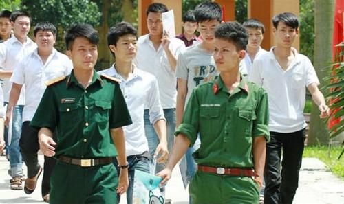 Thí sinh quân đội trong kỳ thi tuyển sinh đại học vừa qua.