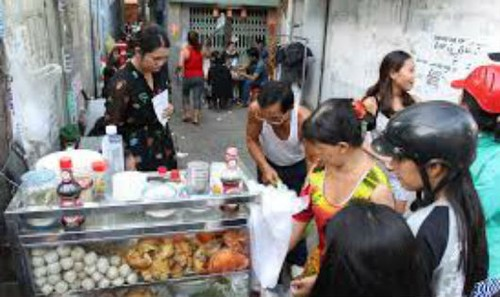 Quán bánh canh hút khách ở Sài Gòn