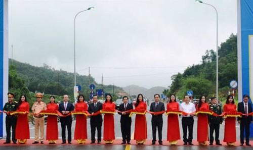 Lễ cắt băng khánh thành thông xe cao tốc Hòa Lạc - Hòa Bình