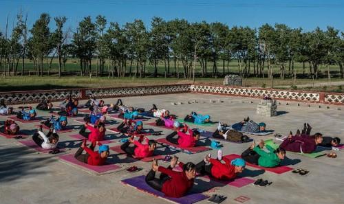 Người làng Yugouliang tích cực tập yoga