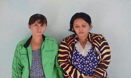 Hai chị em Diệp và Chi tại cơ quan Công an