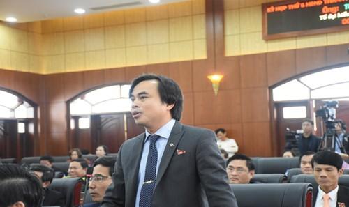 Đại biểu Tô Văn Hùng phát biểu ý kiến về chính sách đền bù, giải tỏa