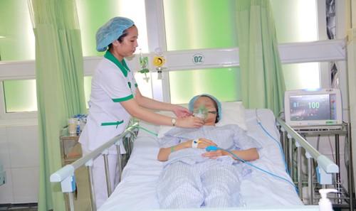 Ngày 14/5, bệnh nhân vẫn thở oxy cấp cứu tại Bệnh viện Hoàn Mỹ