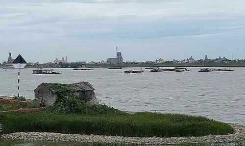 DN Xuân Thủy khai thác cát trên sông Hồng.