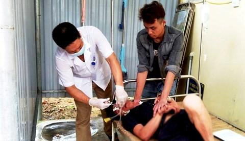 Bác sỹ nhanh chóng cấp cứu cho bệnh nhân