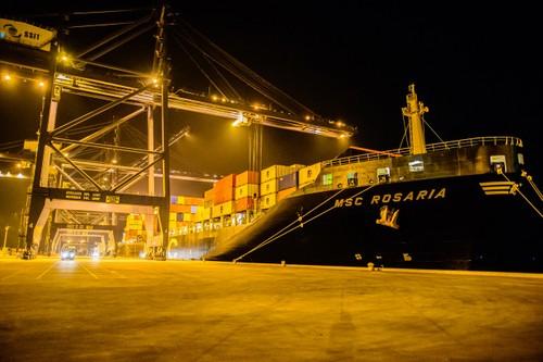 Tàu của công ty vận tải container lớn thứ 2 trên thế giới vừa cập cảng Sài Gòn