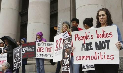 Một cuộc biểu tình phản đối tấn công tình dục trẻ em.