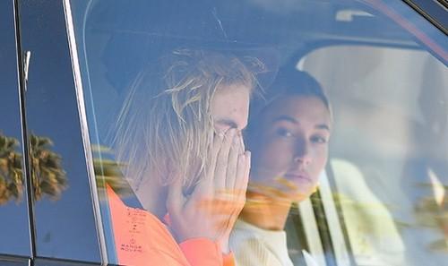 Justin Bieber bật khóc bên vợ vì tình cũ phải nhập viện