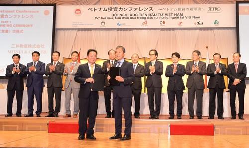 Chủ tịch Tập đoàn T&T Group Đỗ Quang Hiển và Lãnh đạo Tập đoàn Mitsui trao Thỏa thuận hợp tác toàn diện