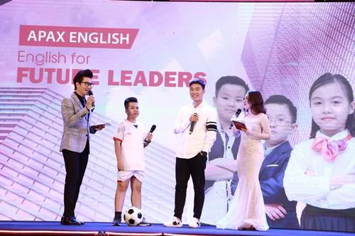 Đội trưởng U23 Lương Xuân Trường giao lưu cùng học sinh của Apax English