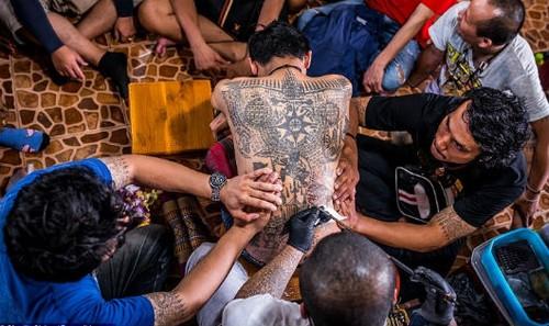 Những hình ảnh về nghệ thuật xăm sak yant ở Thái Lan