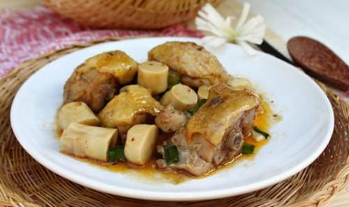 Thịt gà kho măng ngon cơm ngày đầu tuần