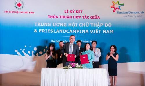 Ký kết hợp tác giữa hội chữ thập đỏ VN và công ty Friesland Campina VN