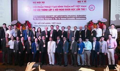 Ra mắt BCH hội Phẫu thuật tạo hình thẩm mỹ Việt Nam nhiệm kỳ 2018 – 2023. Ảnh: Võ Anh Tuấn.