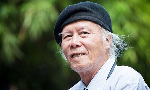 """Nhà thơ Thanh Tùng - tác giả bài thơ """"Thời hoa đỏ"""". Ảnh chụp nhân sinh nhật 80 tuổi của ông."""
