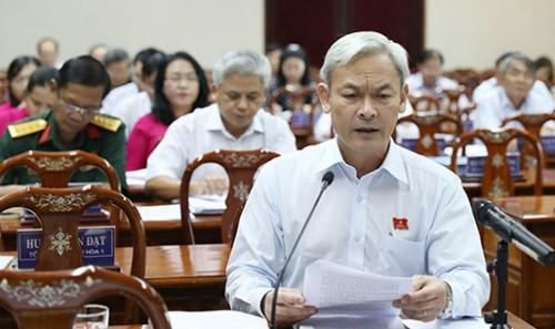 Bí thư tỉnh ủy, Chủ tịch HĐND tỉnh đồng chí Nguyễn Phú Cường phát biểu.