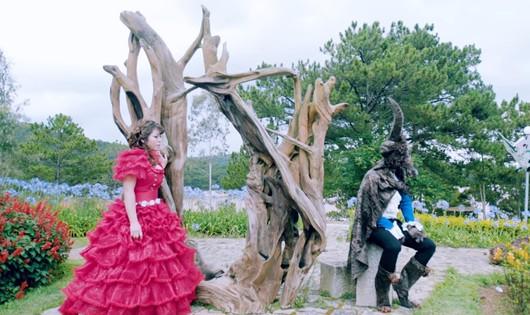 Những bộ váy kinh điển trong phim ca nhạc của nhà báo Nguyễn Ngọc