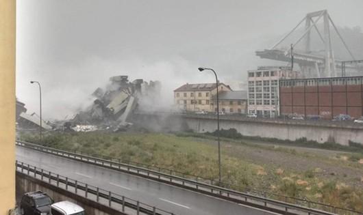 Sập cầu trên đường cao tốc, ít nhất 10 người chết