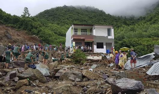 Vỡ hồ nước khu nhà ở cao cấp, 2 người chết, 1 người mất tích