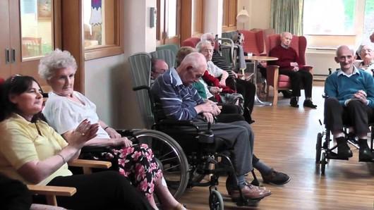 Ác mộng của người già Việt sống trong trại dưỡng lão trên đất Mỹ