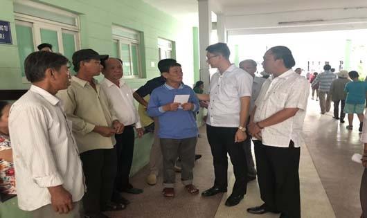 Hỗ trợ các nạn nhân trong vụ nổ tàu cá tại Lý Sơn (Quảng Ngãi)