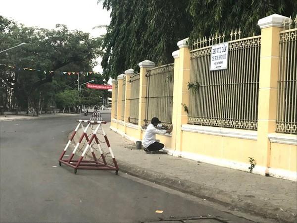 Hàng rào được gắn lại sau sự cố vừa qua.