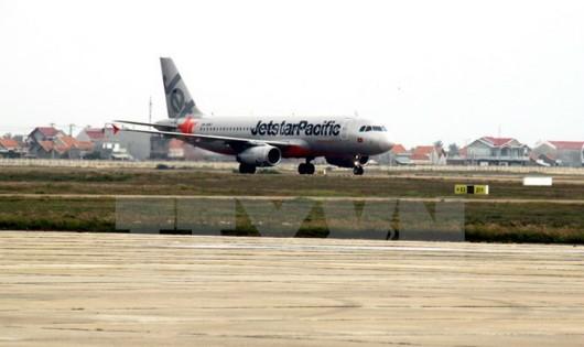 Hủy hàng loạt chuyến bay đến miền Trung do bão Sơn Tinh