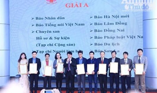 Bế mạc Hội báo Toàn quốc 2017 - Báo Pháp luật Việt Nam đạt giải A bìa báo Tết đẹp
