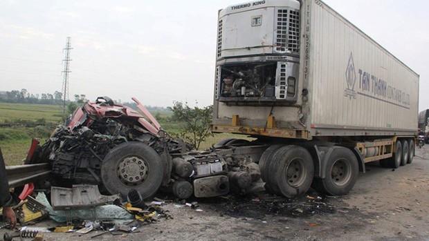 5 ô tô va nhau gây tai nạn liên hoàn trên quốc lộ 1A