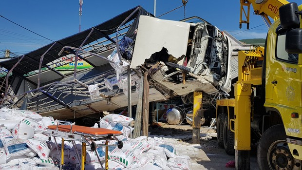 Lâm Đồng: Xe tải mất lái tông nhiều người trên quốc lộ