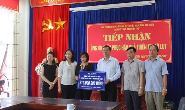 Bộ Tư pháp thăm và tặng quà đồng bào bị ảnh hưởng bởi thảm họa mưa, lũ tại Lai Châu
