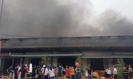 Cháy lớn ở Móng Cái (Quảng Ninh)