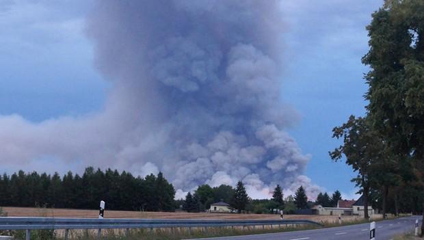 Bom sót lại từ thời Thế chiến 2 phát nổ, rừng cháy dữ dội