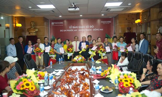 Phúc Khang trao sổ đỏ Dự án Ecosun cho khách hàng