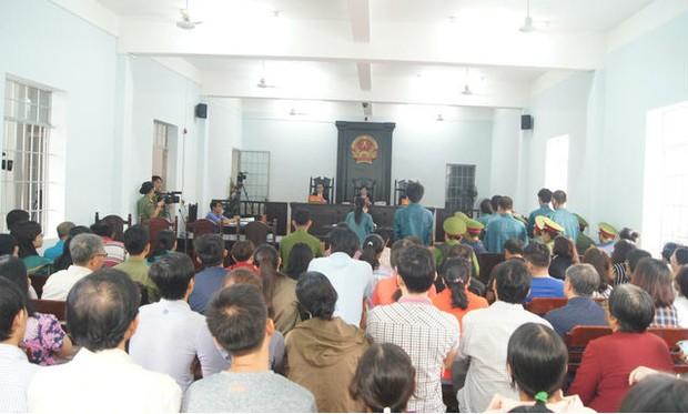 Gây rối trước trụ sở UBND tỉnh Bình Thuận, 7 bị cáo bị phạt tù