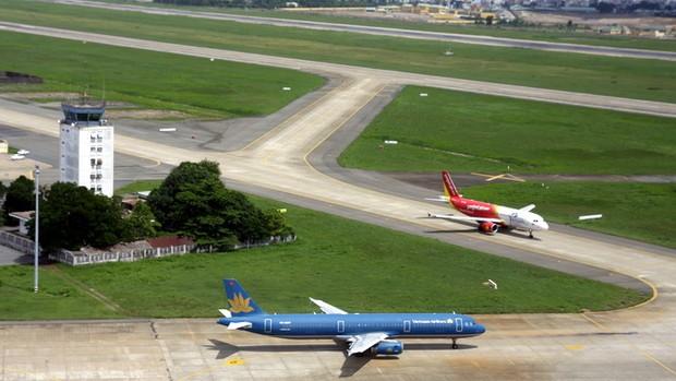 Đường băng Sân bay Nội Bài: Vừa bay, vừa trám… vết nứt