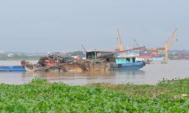 """Bắt quả tang 3 tàu """"khủng"""" khai thác cát trái phép trên sông Đồng Nai"""